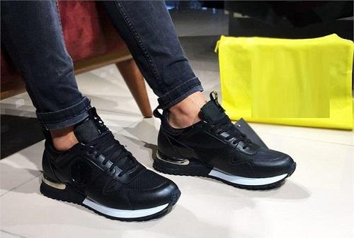 Erkekler ayakkabı çılgınıymış