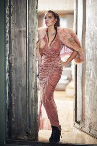 Lidyana_akel-s-by-ebru-akel-pembe-kadife-elbise