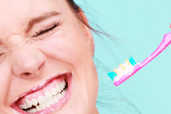 Diş beyazlatmanın doğal yöntemleri