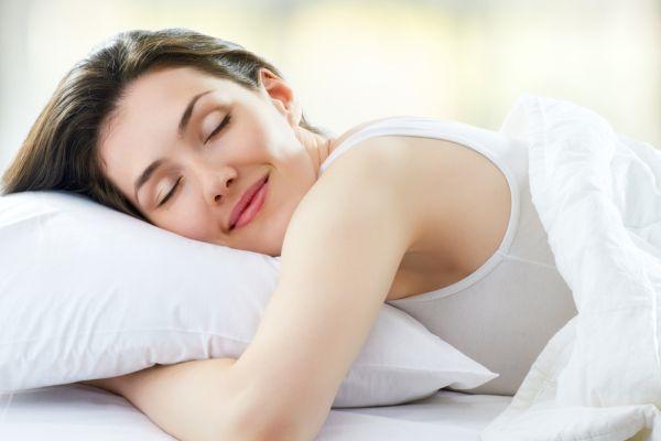 Sıcak yaz gecelerinde rahat bir uyku için 12 öneri