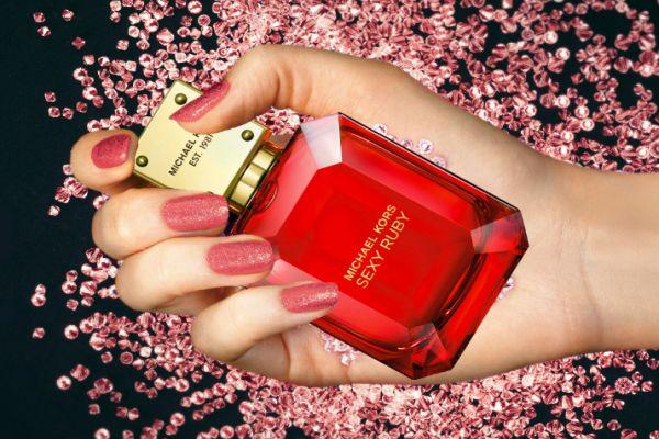 Michael Kors yeni parfümü Sexy Ruby Londra'da tanıtıldı