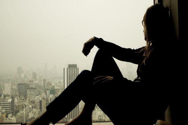 Yalnız hissetmek sağlığa zararlı