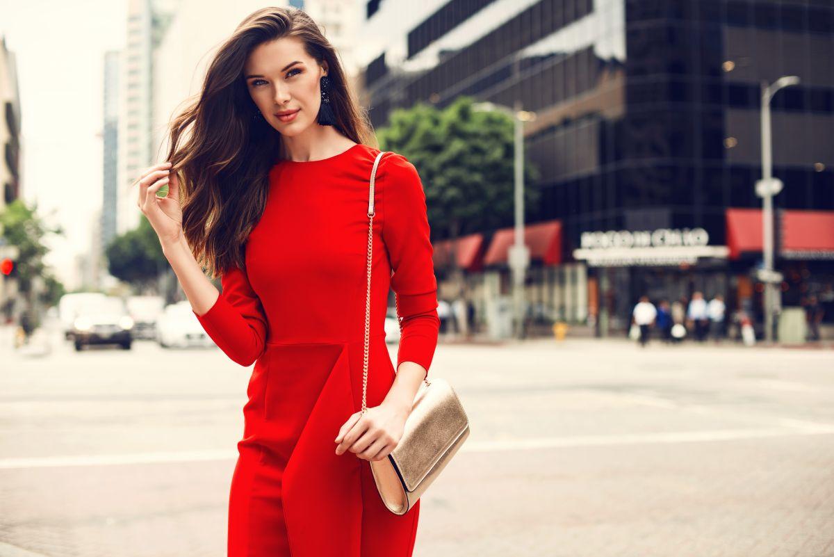 cazibeli kırmızı kıyafetler ile enerjiniz yükselsin