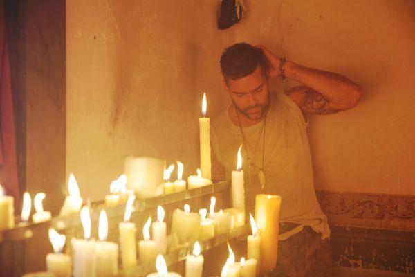 Ricky Martin yeni şarkısı Fiebre ile sevenlerinin karşında