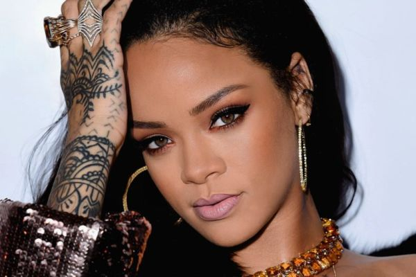 Rihanna'dan yeni Fenty Beauty ürünleri mi geliyor?