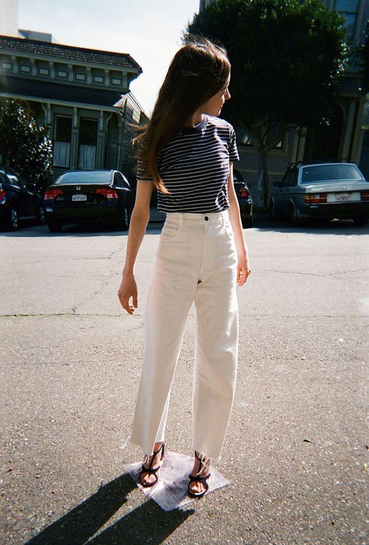 Klasik Beyaz Tişört ile 18 Muhteşem Kombin Önerisi
