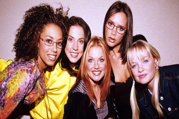 Victoria Beckham Spice Girls'ten kazanmaya devam ediyor