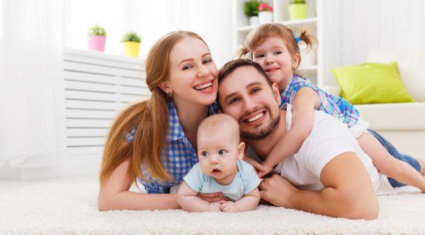 Çocuklar çalışan ebeveynlerini günde 2 saatten az görüyor