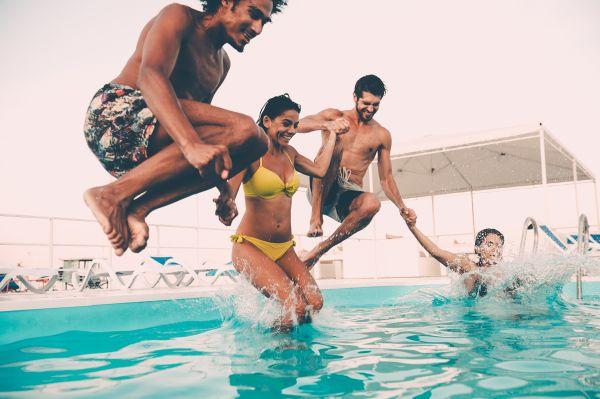 Tatilciler havuzlardan bulaşan bu 5 enfeksiyona dikkat edin!