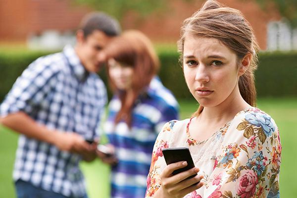 Okullardaki akran zorbalığı siber zorbalığa dönüşüyor!