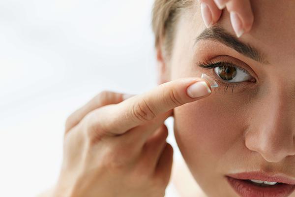 Kontakt lens kullananların yüzde 80'i risk altında!