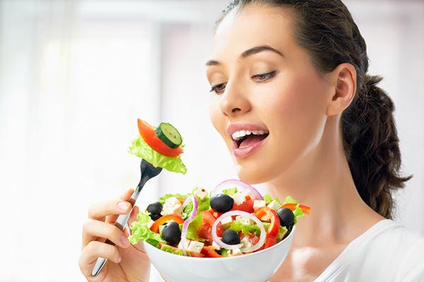 Sağlıklı bir salata yapmanın 7 önemli kuralını paylaşıyoruz!