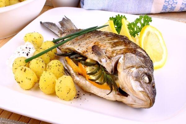 Balığı yemeden öncepişirmesine dikkat etmemiz gerekiyor