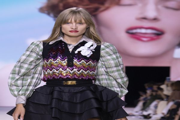 Louis Vuitton İlkbahar – Yaz 2020 defilesi Paris'te sergilendi