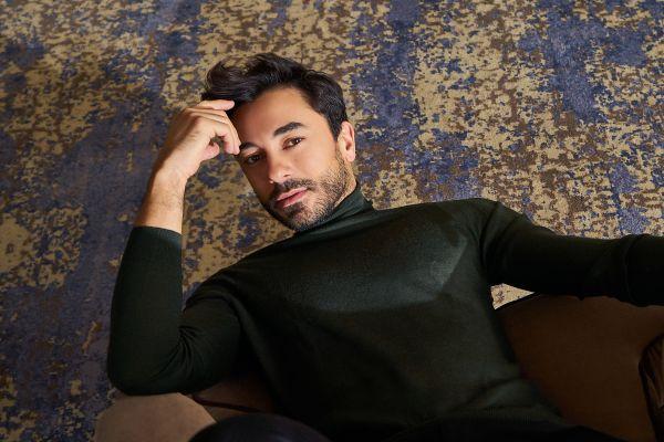 Yakışıklı oyuncu Gökhan Alkan son derece samimi, naif ve içten yapısıyla bizi çekim esnasında bir kez daha kendisine hayran bıraktı.