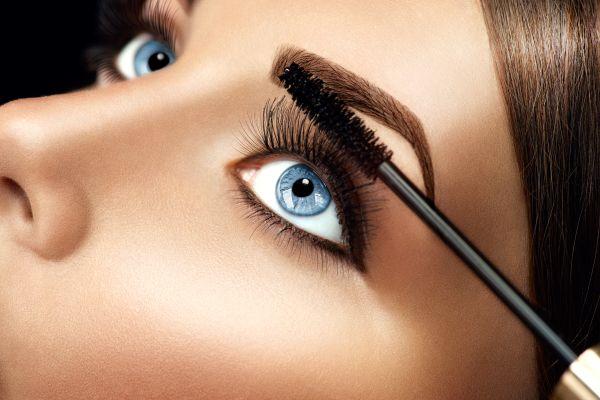 Renkli göz makyajları ile tarzınızı yaratın
