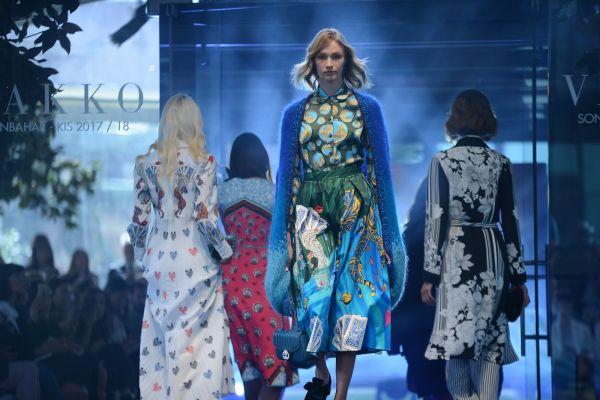 Tasarım elbiseler bu yılda göz alıcı