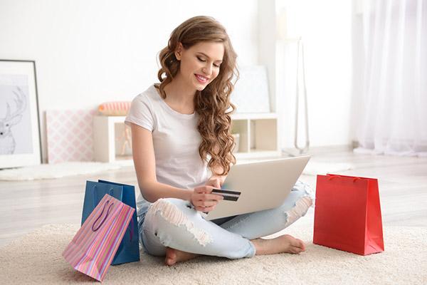 Alışverişte kadınlar erkeklerden daha hesaplı!