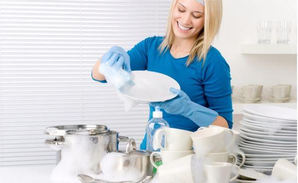 Bulaşıkları elde mi yıkamalı, makinede mi?