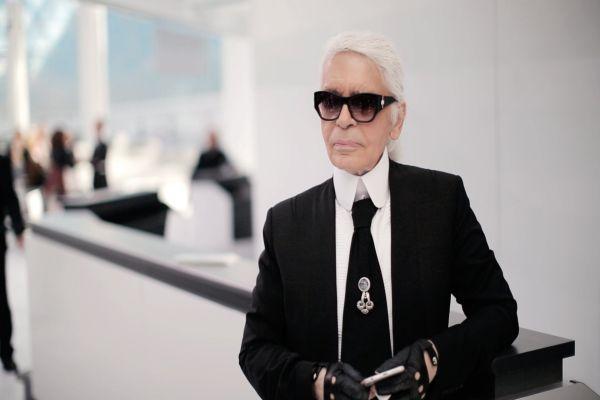 Ünlü tasarımcı Karl Lagerfeld makyaja el attı
