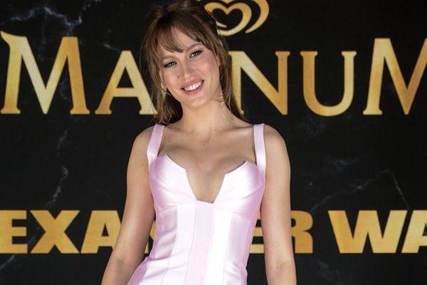 Serenay Sarıkaya, Cannes'ta yıldız gibi parladı