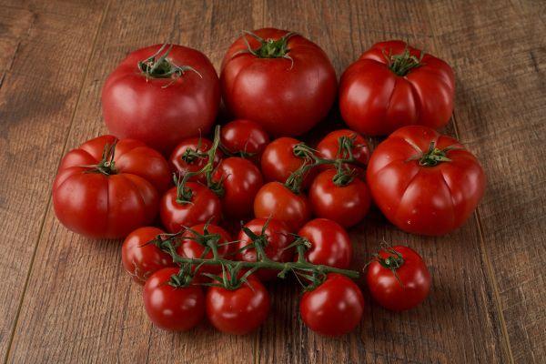 Sofralarımızın baş tacı domatesin mucizevi faydaları!