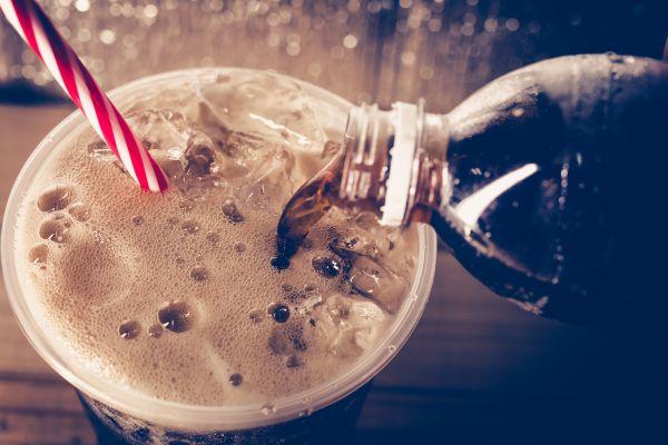 Gazlı içecekleri tüketmeden önce bir kez daha düşünün!