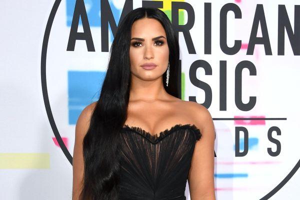 Demi Lovato'dan hayranlarını sevindirecek haber geldi!
