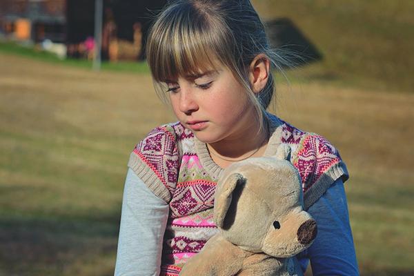Uzmanlar uyarıyor: Kekeme çocuğun konuşmasına müdahale etmeyin!