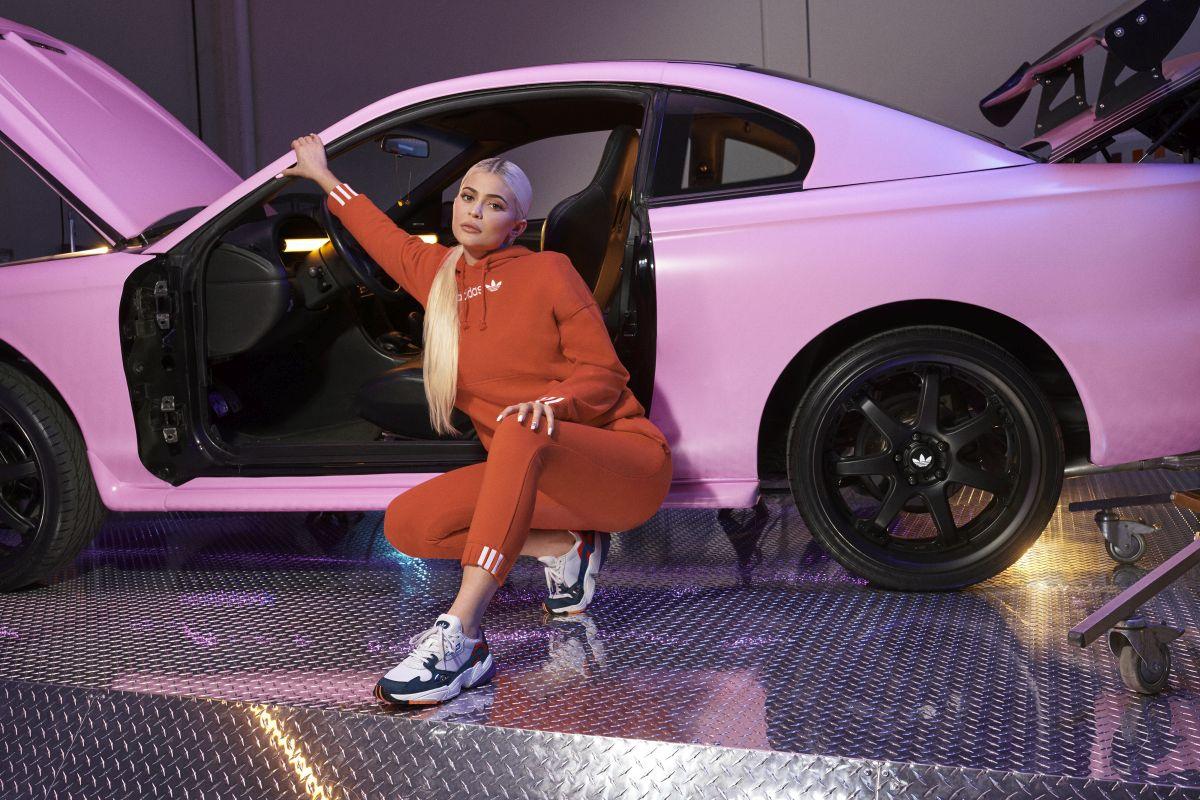 Adidas'ın yeni reklam yüzü Kylie Jenner!