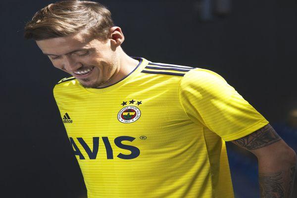 adidas Fenerbahçe formalarını satışa sundu