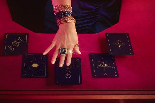 Swarovski tarot koleksiyonu magic bağ kuruyor