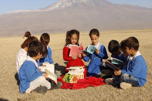 Twitter hesapları Türkiye Vodafone Vakfı ile çocuklara kitap olacak