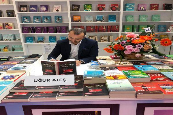 Uğur Ateş 38. Uluslararası İstanbul Kitap Fuar'ında okuyucuları ile buluştu