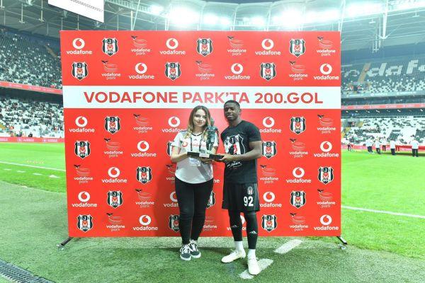 Beşiktaş JK Vodafone Park'taki 200. golünü kutladı