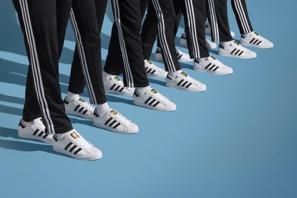 adidas Superstar 50.Yılını kutladı