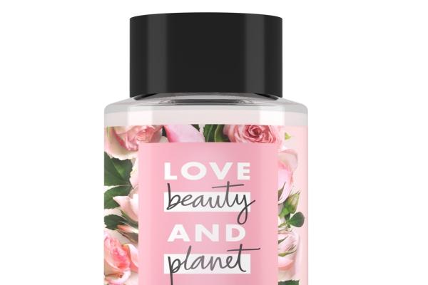 Love Beauty & Planet serisi saçın beslemesine yardımcı oluyor