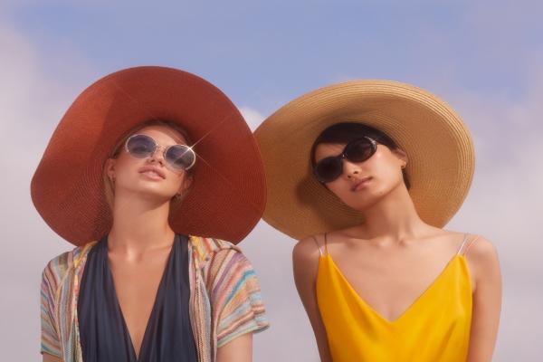Swarovski gözlük koleksiyonu kadınların çantasında yerini alacak