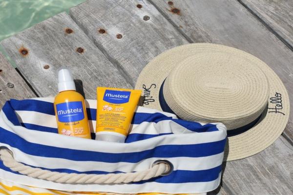 Mustela bebeklerin ve çocukların cildini koruyor